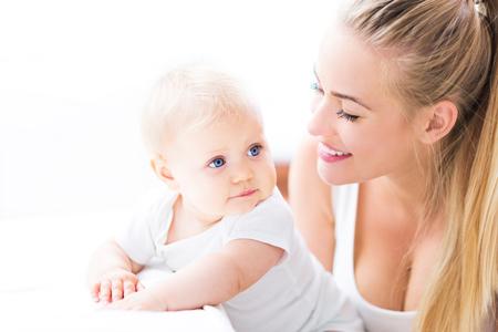 Photo pour mother and baby - image libre de droit