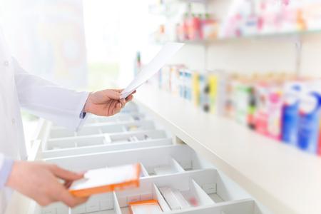 Foto de Pharmacist filling prescription in pharmacy - Imagen libre de derechos