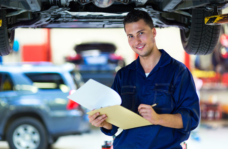 Foto per Mechanic working on car in auto repair shop - Immagine Royalty Free