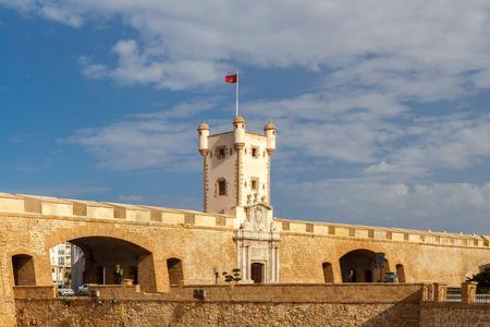 Photo pour Cadiz. Puerta de Tierra. - image libre de droit
