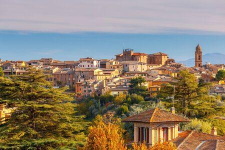 Photo pour Siena. View of the old city district. - image libre de droit