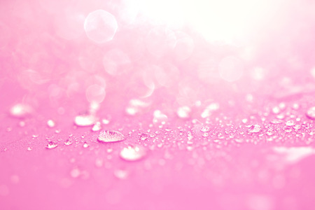 Photo pour Close up the rain water drops on pink sponge surface as lve romance abstract background - image libre de droit