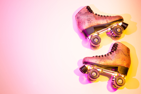 Foto de Retro pink glittery roller skates - poster layout design. Colorful (multicolor tonal transitions) background with free text (copy) space. - Imagen libre de derechos
