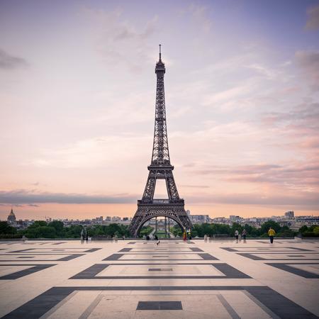 Photo pour Trocadero and Eiffel Tower at sunshine  Paris, France  - image libre de droit
