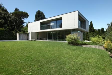 Photo pour Modern house in exterior, beauty garden - image libre de droit