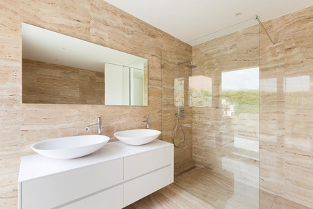 Photo pour nice modern bathroom, marble walls - image libre de droit