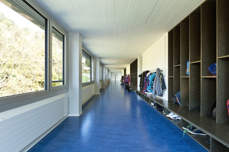 Photo pour modern public school, corridor blue floor - image libre de droit