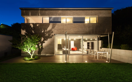 Foto de Architecture modern design, beautiful house, night scene - Imagen libre de derechos