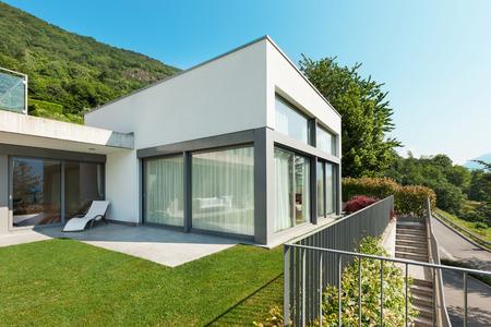 Photo pour Architecture, modern white house with garden, outdoors - image libre de droit