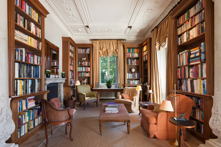 Photo pour Interiors, classical library in a period mansion - image libre de droit