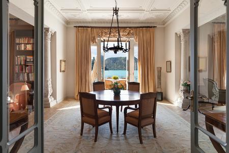 Photo pour classical Interiors, luxury living room in a period mansion - image libre de droit