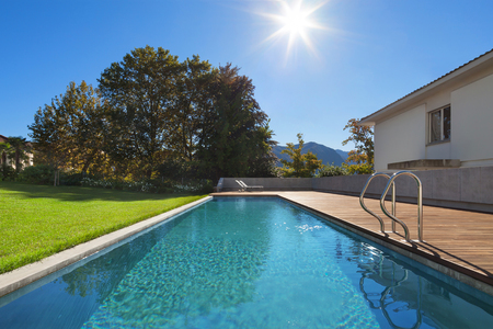Photo pour Swimming pool of a private residence, outdoors - image libre de droit