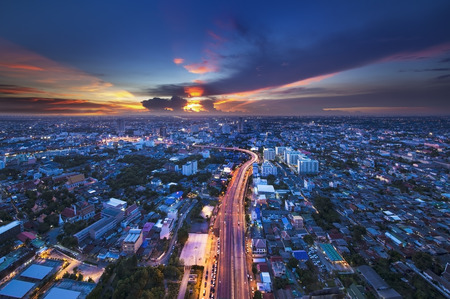 Photo pour Urban City Skyline, Bangkok, Thailand  Bangkok is the capital city of Thailand and the most populous city in the country  - image libre de droit