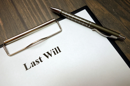 Photo pour Clipboard with last will and pen on wooden desk background - image libre de droit