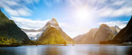 Foto de Milford Sound, New Zealand. - Mitre Peak is the iconic landmark of Milford Sound in Fiordland National Park, South Island of New Zealand, the most spectacular natural attraction in New Zealand. - Imagen libre de derechos