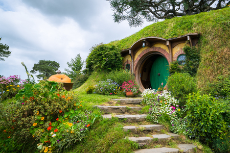 Foto de Matamata, New Zealand - Dec 11, 2016: Hobbiton movie set created for filming The Lord of the Rings and The Hobbit movies in North Island of New Zealand. It is opened for tourist who visit New Zealand. - Imagen libre de derechos