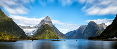 Foto per Milford Sound, New Zealand. - Mitre Peak is the iconic landmark of Milford Sound in Fiordland National Park, South Island of New Zealand, the most spectacular natural attraction in New Zealand. - Immagine Royalty Free