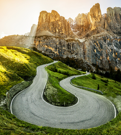 Photo pour Beautiful mountain road with trees, forest and mountains in the backgrounds. Taken at state highway road in Passo Gardena, Sella mountain group of Dolomites mountain in Italy. - image libre de droit