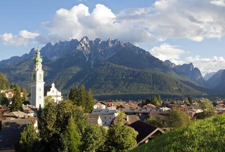 Foto de Village Dobbiaco, Dolomites in South Tyrol, Italy, Europe - Imagen libre de derechos