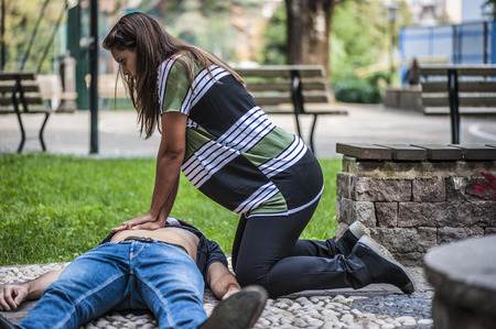Foto de Cardiopulmonary resuscitation with CPR and defibrillation - Imagen libre de derechos