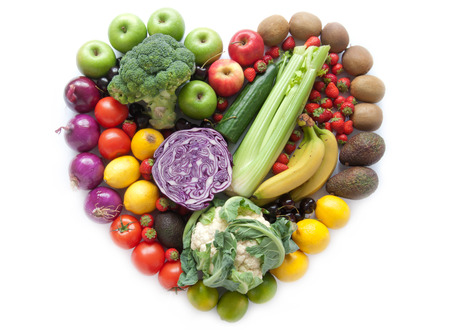 Photo pour Heart shape fruits and vegetables - image libre de droit