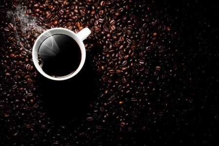Photo pour steaming coffee cup - image libre de droit