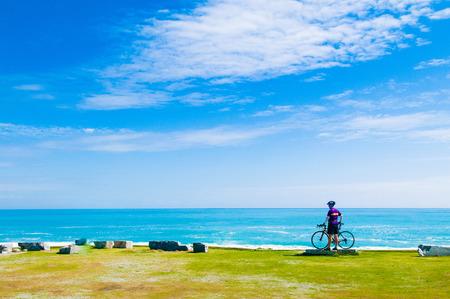Foto de Scenery of Chishintan Beach with a bicycle, Hualien, Taiwan - Imagen libre de derechos
