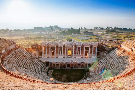 Photo pour Ruins of ancient Hierapolis Amphi theatre with tourist Pamukkale, Denizili, Turkey - image libre de droit