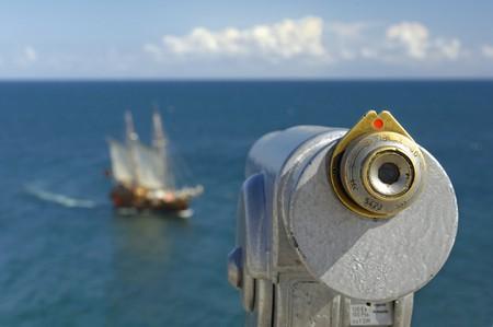 Foto de Binocular at the coast - Imagen libre de derechos