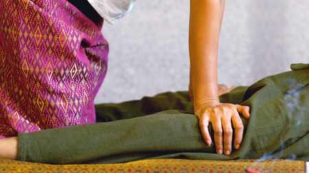 Photo pour Thai massage is involves stretching and deep massage, masseur working and acting on the body with pressure with the client man wears comfortable clothes, Thai massage concept - image libre de droit