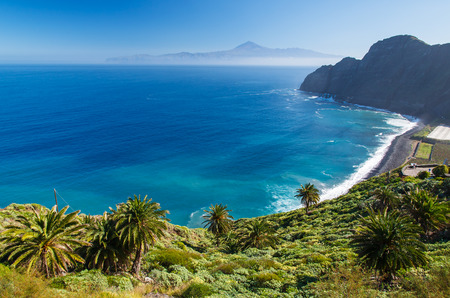 Photo pour View of Santa Catalina beach and mountains with Tenerife island in the background, La Gomera island, Spain - image libre de droit