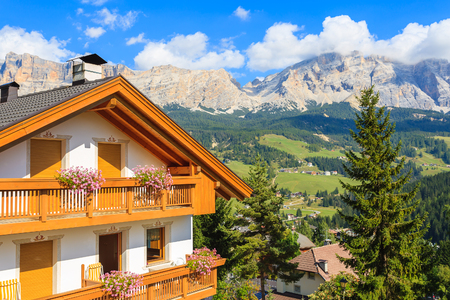 Photo pour Alpine house in La Villa village in Dolomites Mountains, Italy - image libre de droit