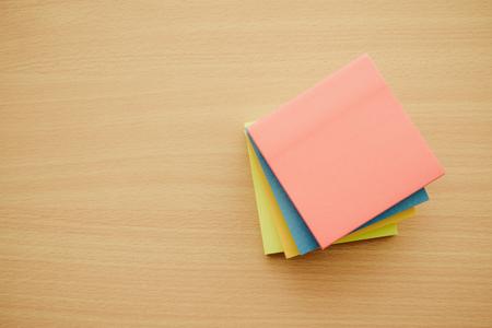 Photo pour Color block of paper notes on wood table - Retro filter effect - image libre de droit