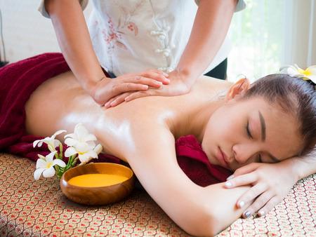 Photo pour Woman having spa body massage treatment in the spa salon,Massage and body care. - image libre de droit