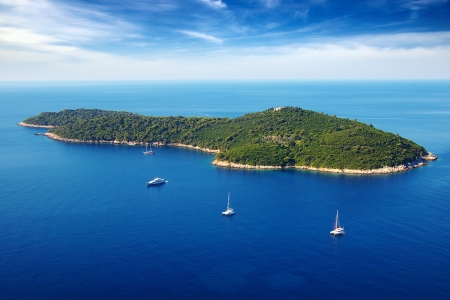 Foto de Picturesque  seascape with cruise yachts  Dubrovnik, Croatia - Imagen libre de derechos