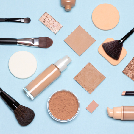 Foto de Basic makeup products flatlay. Concealer, primer, liquid fluid and cream foundation with correcting, bronzing, highlighting powder, make-up brushes and sponges - Imagen libre de derechos
