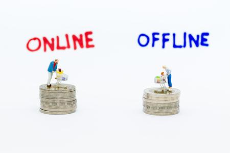 Foto für Miniature people : Shoppers for online and offline businesses. Image use for retail business, marketing place concept. - Lizenzfreies Bild