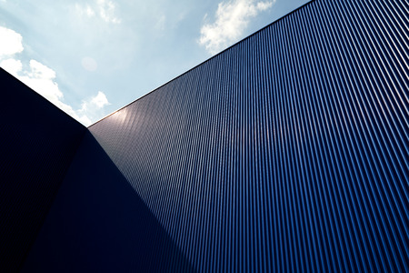 Foto de Metal sheet wall panels and roofs against clear blue sky - Imagen libre de derechos