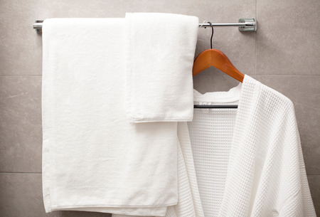 Photo pour towel and robe on the rack in the bathroom - image libre de droit
