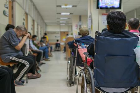 Foto de Patient elderly on wheelchair and many patient waiting a doctor and nurse in hospital - Imagen libre de derechos