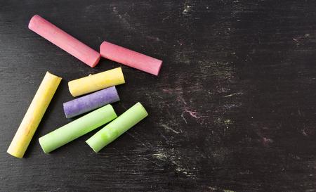 Photo pour colorful chalks on blackboard background. - image libre de droit