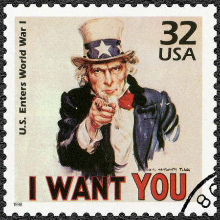Foto de UNITED STATES OF AMERICA - CIRCA 1998: A stamp printed in USA shows Uncle Sam, U.S. enters World War I, series Celebrate the Century, 1910s, circa 1998 - Imagen libre de derechos