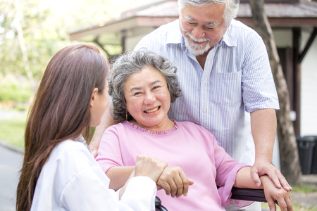 Foto de Doctor woman take care to elder patient at park. - Imagen libre de derechos