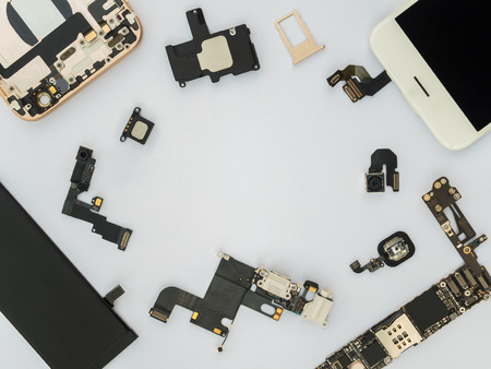 Photo pour Flat Lay (Top view) of smart phone components isolate on white background with copy space - image libre de droit