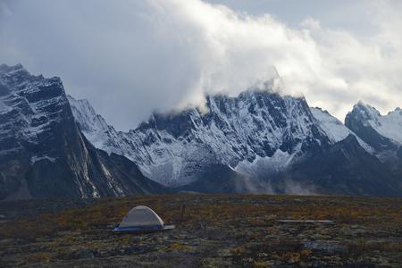 Foto de tombstone mountain landscape in yukon - Imagen libre de derechos
