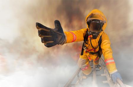 Photo pour Firefighters rescued the survivors - image libre de droit