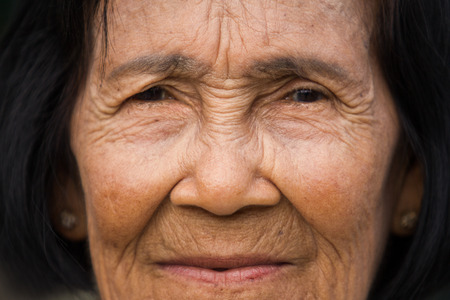 Foto de Portrait old woman - close up - Imagen libre de derechos