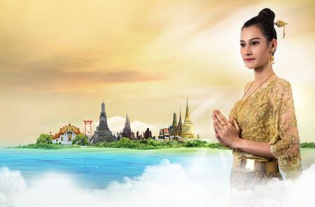 Foto de Thai Lady in vintage original Thailand attire Sawasdee action welcome in thai style - Imagen libre de derechos