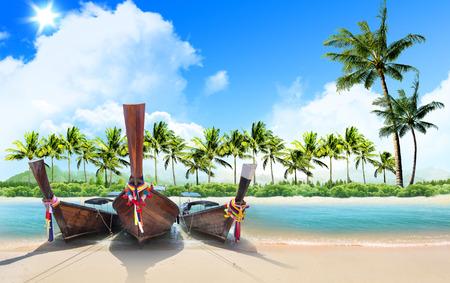 Foto de tropical beach and palm trees, concept - Imagen libre de derechos