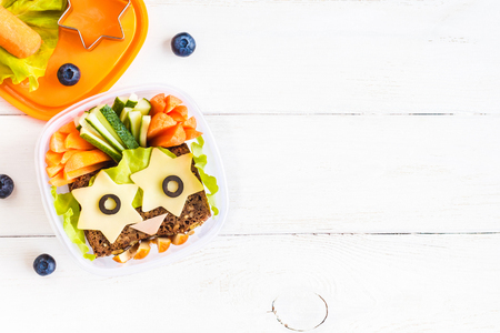 Photo pour School lunch box for kids. Top view, flat lay - image libre de droit